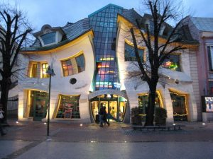 The Crooked House, Monte Cassino Blvd, Sopot