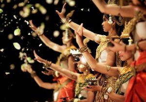 Dancers perform an Apsara Dance for tourists at a restaurant in Siem Reap, Cambodia May 16, 2007. REUTERS/Tim Chong (CAMBODIA)